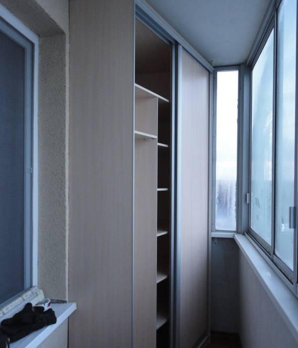 uglovoj-shkaf-na-balkon